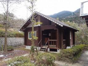筑紫野市 竜岩自然の家 木造ログハウス塗装工事施工前